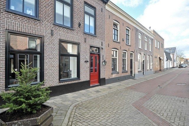Burg Ten Veldestraat